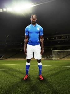 Maglia Italia Mondiali 2014 foto presentazione Balotelli