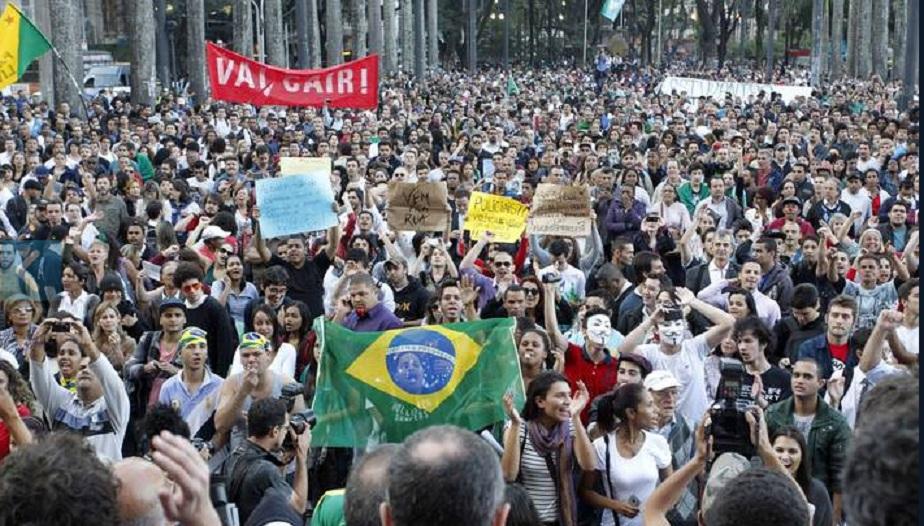 Diecimila protestano in Brasile per i Mondiali 2014, incidenti a San Paolo