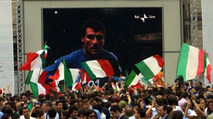 Maxischermi a Milano per i Mondiali 2014