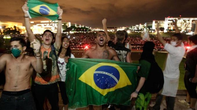 Mondiali 2014, Brasile fermo, stop al lavoro nei giorni delle partite