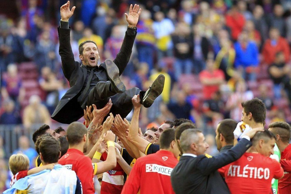 Atletico e Simeone salgono sul tetto di Spagna per un trionfo senza precedenti