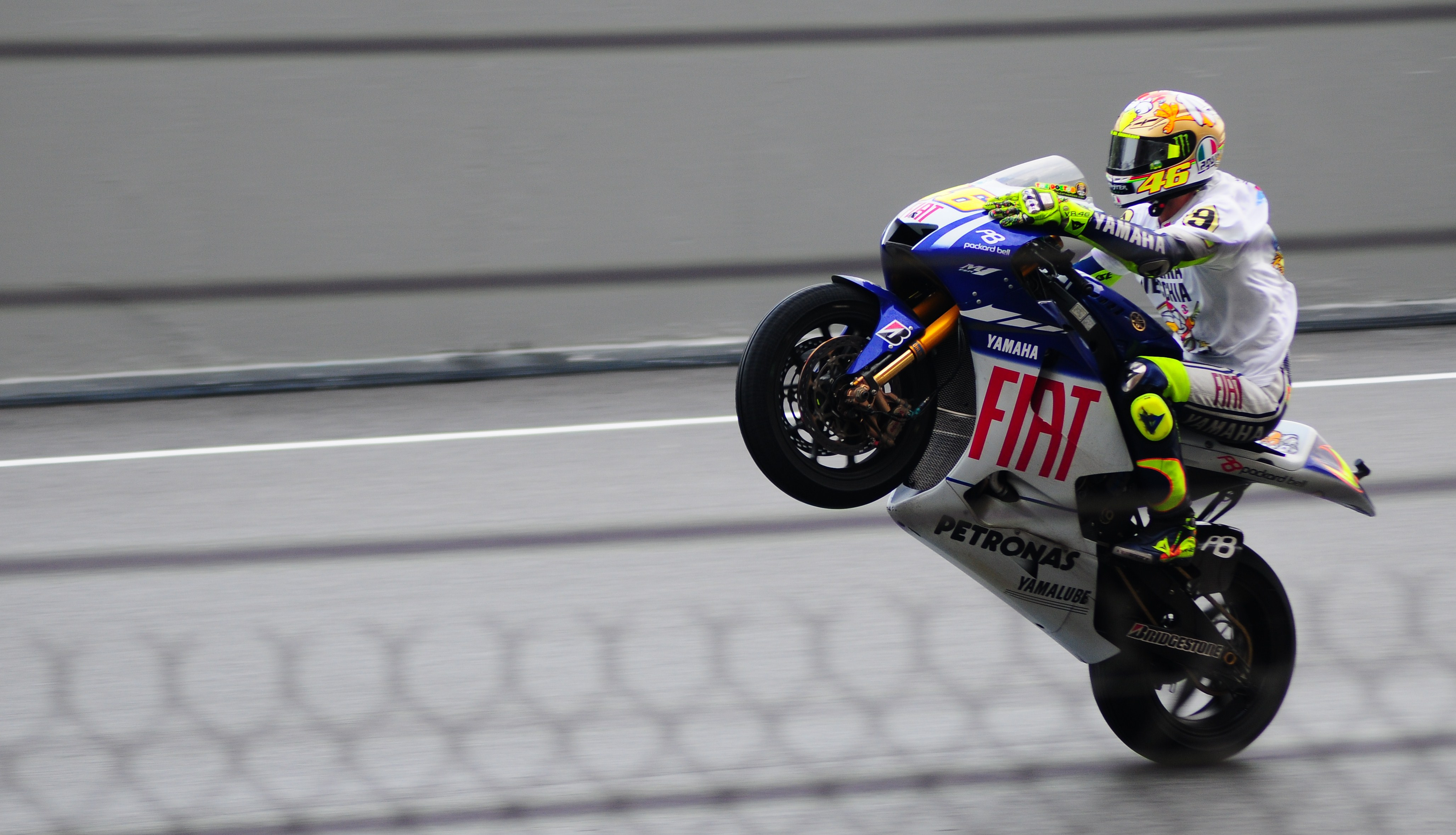 Valentino Rossi correrà per altri due anni in Yamaha