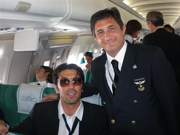 Nazionale italiana di calcio vola in Brasile con Alitalia stasera