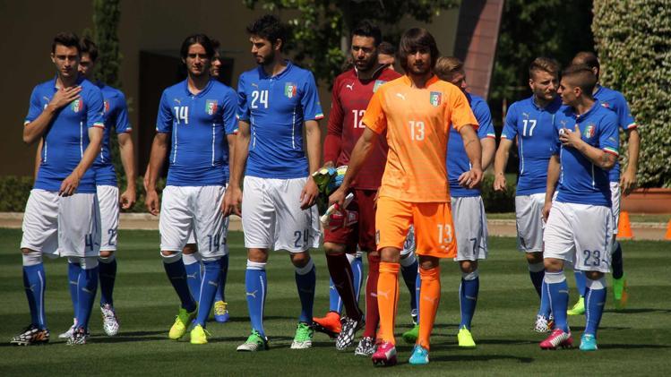 Mondiali 2014, Italia: gran festa fuori l'hotel prima della partenza