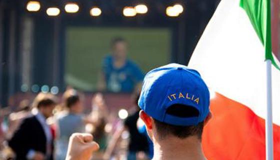 Maxischermi montati per seguire Italia ai Mondiali 2014