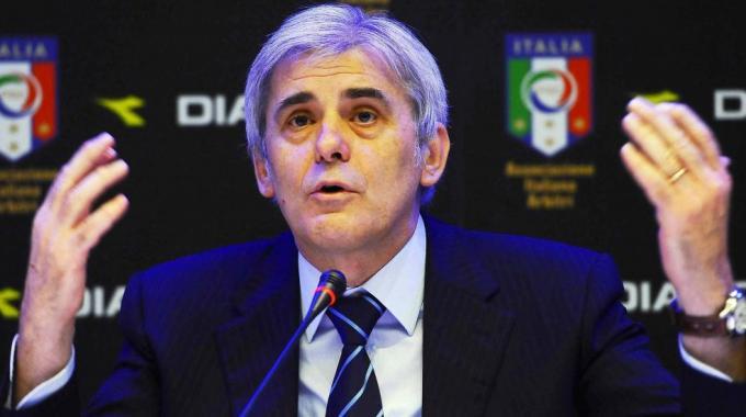Nicchi: Goal line technology e spray anche in Serie A