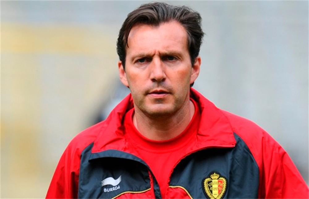 Belgio, Wilmots consegna foto e scheda dei giocatori dell'Algeria