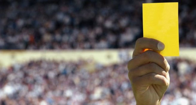 Uefa cambia la regola della doppia ammonizione