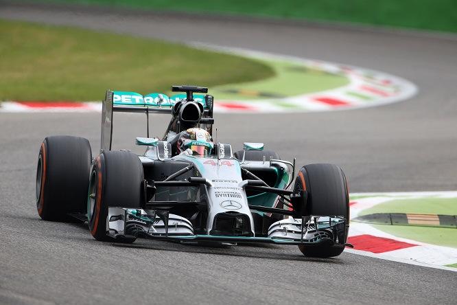 F1 GP Suzuka: doppietta Mercedes, Hamilton primo; Ferrari dietro