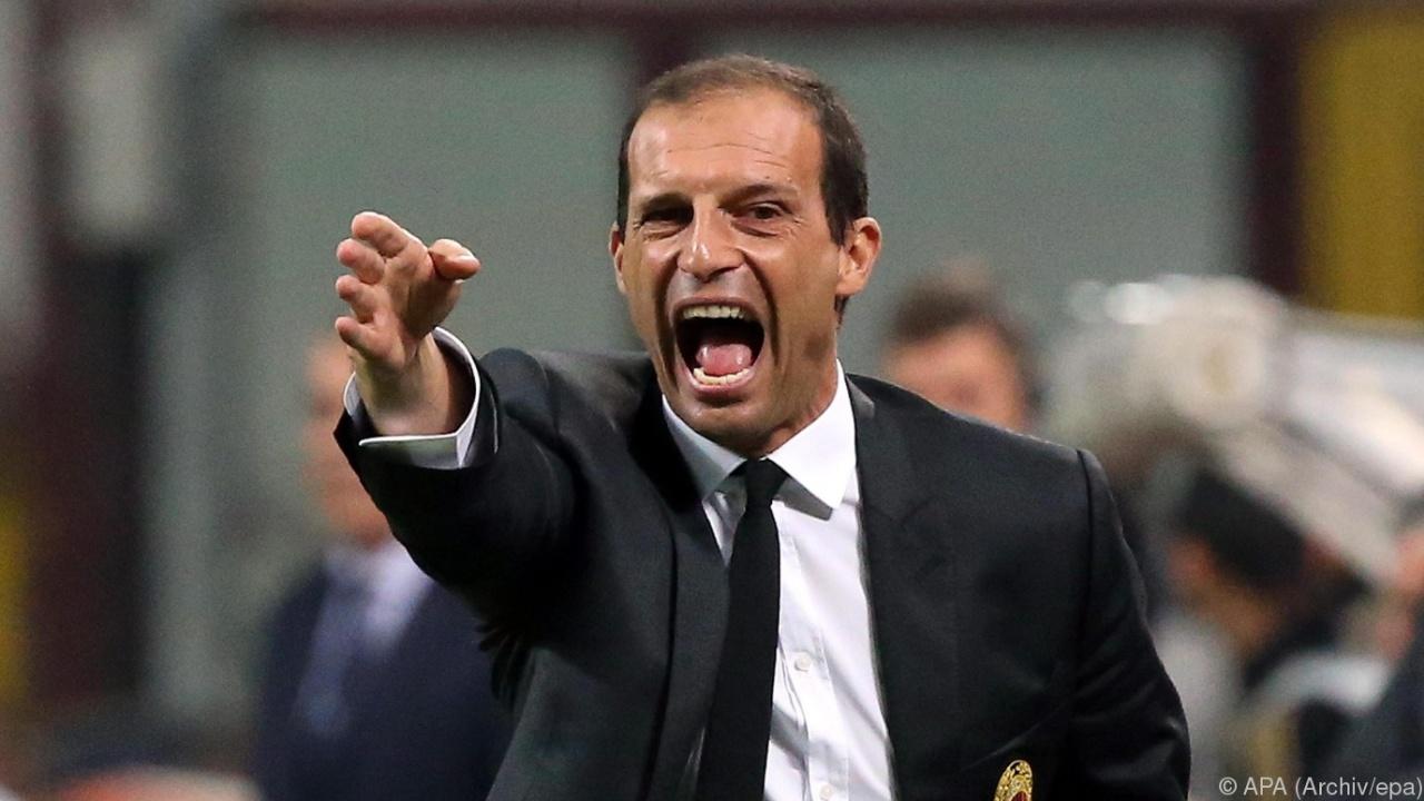 Serie A, Juventus: Allegri pensa alla difesa a 4