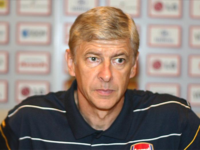 Arsenal: operato Debuchy, out per la fase a gironi di Champions
