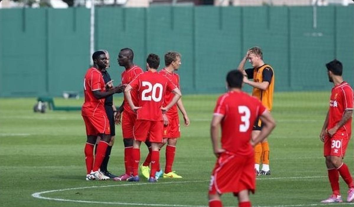 """Liverpool: ecco la prima """"Balotellata"""". Calcio in testa ad un avversario!"""