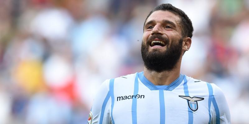 Lazio: buon primo tempo al Marassi ma Pinilla punisce