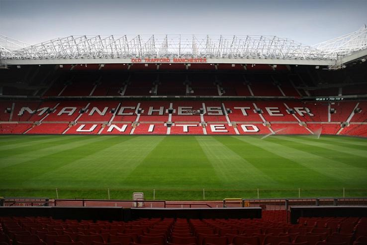 Manchester United, è momento no: Old Trafford invaso dai vermi!