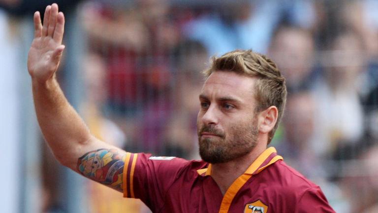 Roma: differenziato per De Rossi, Strootman presto in gruppo