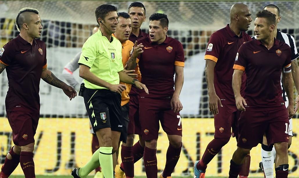 Juventus-Roma: i bianconeri vincono fra risse e polemiche