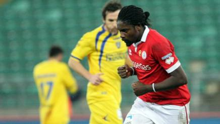 Serie B: Bari forza 4, Frosinone schiantato
