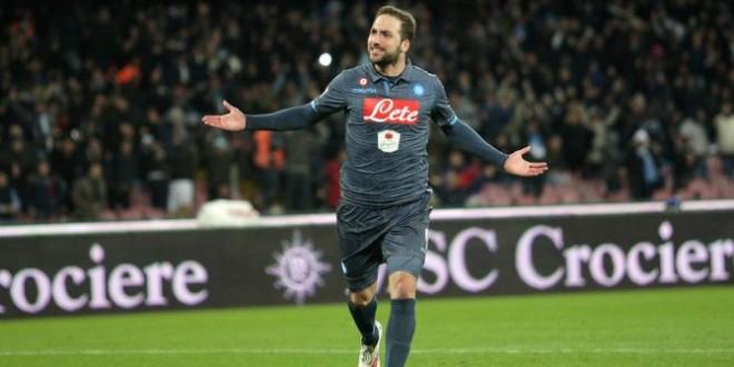 Un Napoli sprecone, un Inter immortale.