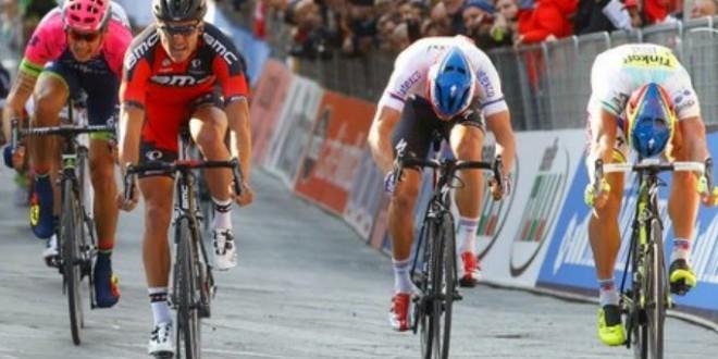 Tirreno-Adriatico, tappa e maglia per Van Avermaet