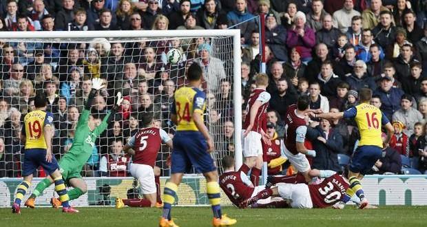 PL: Arsenal sontuoso, ottava vittoria di fila