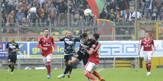 Serie B, 36a giornata con Bologna-Spezia e il derby umbro