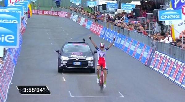 Giro d'Italia, Zakarin primo sotto la bandiera a scacchi
