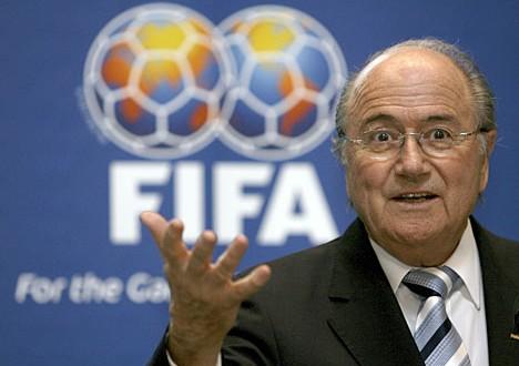FIFA: Blatter si dimette, ma resta al timone