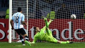 Tevez Argentina rigore decisivo contro la Colombia