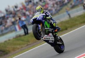 Valentino Rossi impenna ad Assen
