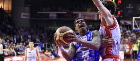 Basket, finale gara-6: è una sfida infinita, Sassari va sul 3-3