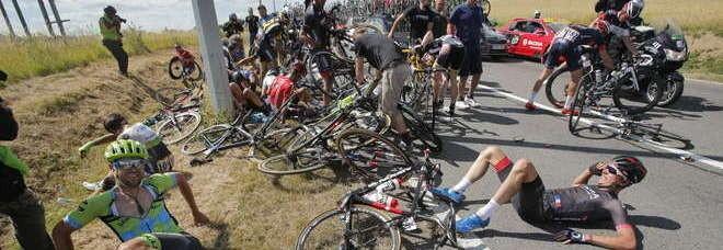 Tour de France, la conta dei danni in attesa del pavé