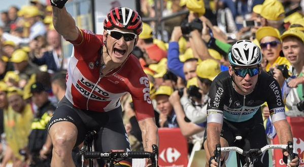 Tour de France: Greipel primo, Cancellara in giallo, Nibali in ritardo