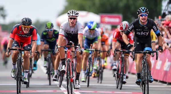 Eneco Tour, subito Italia: sprint vincente di Elia Viviani