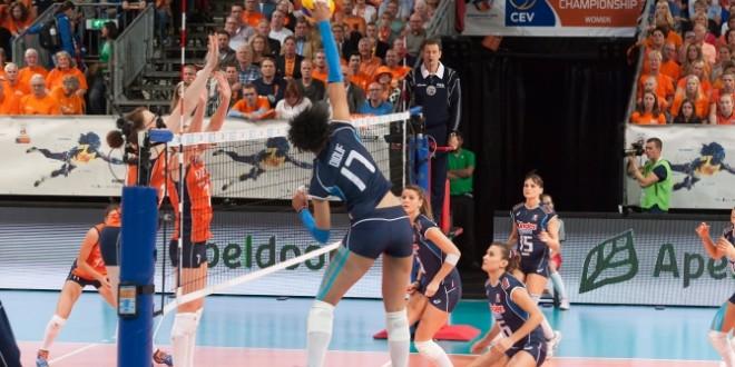 EuroVolley, l'Italia sbanda di brutto: l'Olanda vince 3-0. Ora i playoff