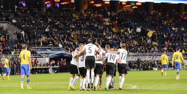 Euro 2016: l'Austria passeggia sulla Svezia e avanza; Rooney-record
