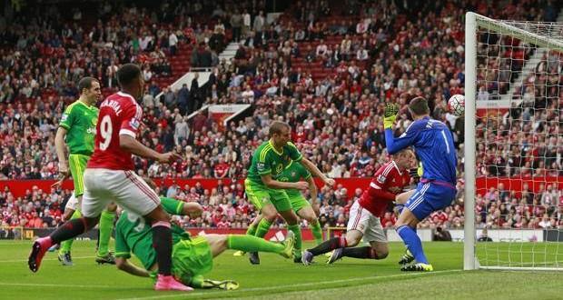 Premier League: United in vetta due anni dopo; City complice e nei guai