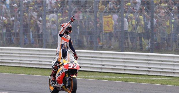 MotoGP, Marquez vince a San Marino. Lorenzo cade e Rossi vede il Mondiale