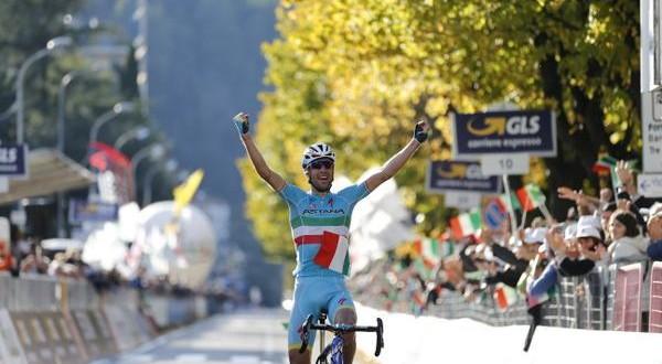 Vincenzo Nibali rompe l'incantesimo: Il Lombardia 2015 è azzurro!