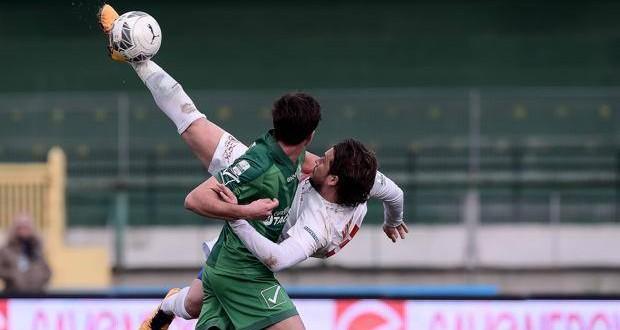 Serie B, 26ᴬ: il Cagliari vince e prova la fuga; frenano Crotone e Bari
