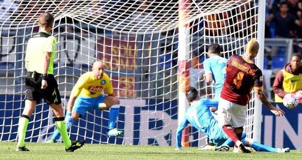Serie A, 35ᴬ: la Roma piega il Napoli, secondo posto a -2. Scudetto alla Juve