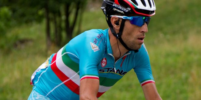 Giro d'Italia 2016, Squalo ferito ma non affondato: Nibali medita vendetta