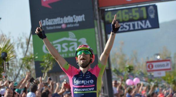 Giro d'Italia 2016: Ulissi primo a Praia a Mare, Dumoulin torna in rosa