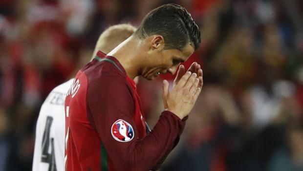 Cristiano Ronaldo con la maglia del Portogallo