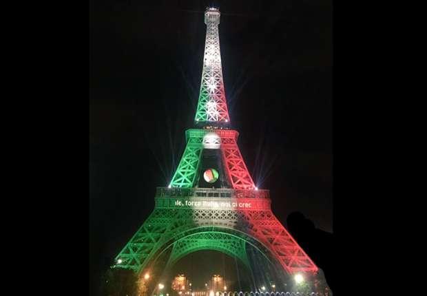 Torre Eiffel Parigi tricolore