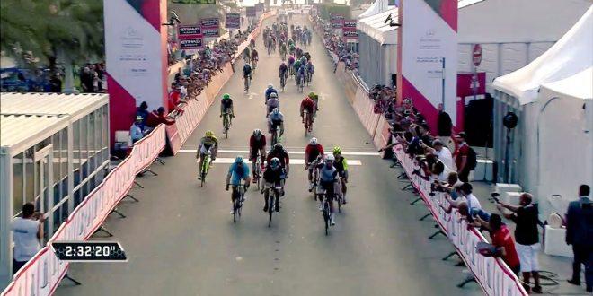 Abu Dhabi Tour 2016, Cavendish supera Viviani e Guardini