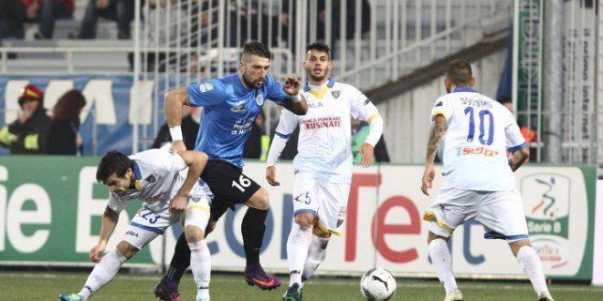Serie B, 15ª giornata: il Frosinone sbanca Novara e va in vetta. Ascoli-Perugia pari spettacolo