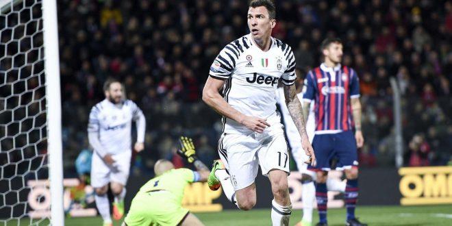 Serie A, recupero 18ª: Mandzukic-Higuain e la Juve sbanca Crotone, 0-2 per la fuga