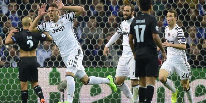 Champions, Porto-Juventus 0-2: uno-due micidiale Pjaca-Dani Alves, Allegri la vince dalla panca