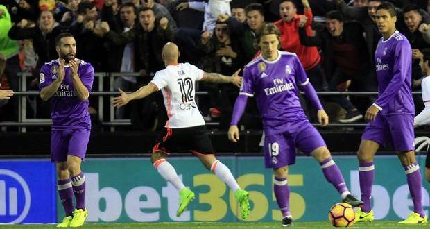 Liga, recupero 16ª: Zaza, che gol; il Real scivola 2-1 a Valencia, niente fuga merengue
