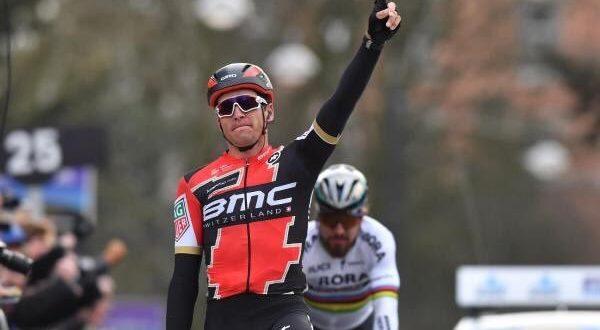 Het Nieuwsblad 2017 riedizione di un anno fa: Van Avermaet batte Sagan